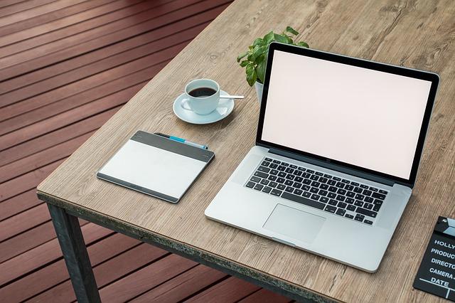 おしりに尻尾のあるコーギーブログの写真。パソコン教室に行かないとダメかな?